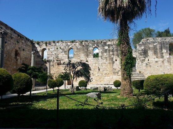 Isa Bey Mosque: Avlu