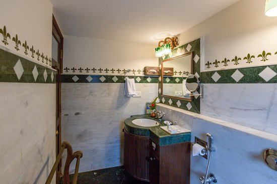 Casa Severina: BATHROOM OF A DLX ROOM