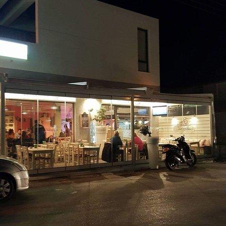 Pastida, اليونان: Γουρουνάκια Ψητοπωλείο