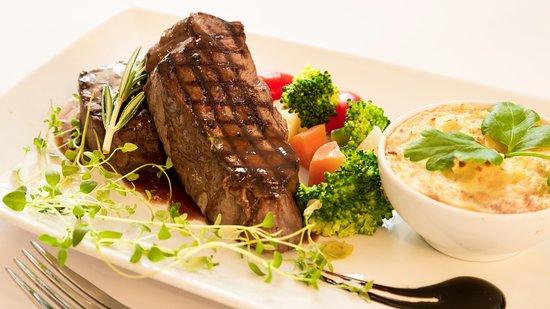 f8dcb6279d2a Steak & Thai Restaurant: øksemorbrad med bacon severes med dagens kartofler  og grøntsager !