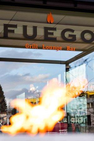 FUEGO Steakhouse: Neue Fackeln auf der Terasse