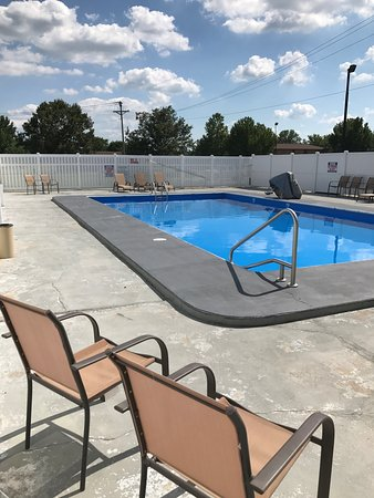 Dexter, MO: Seasonal pool