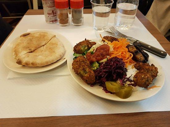 Restaurant Kosher Pitzman : Falafel platter.