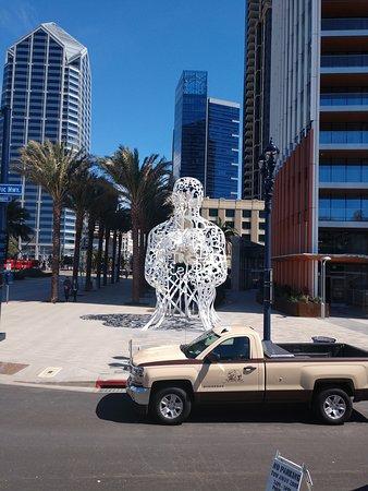San Diego Seal Tours: downtown statue