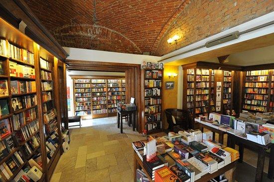 Cartea de Nisip Bookstore