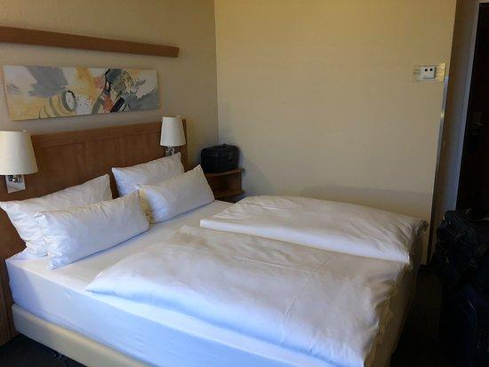 NH Hamburg Horner Rennbahn: Et komfortabelt værelse med en god seng