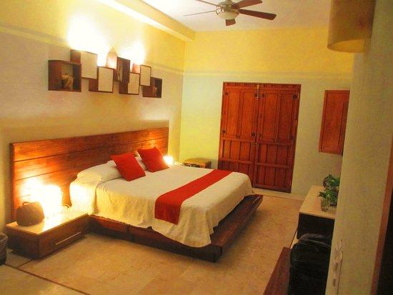 El Meson del Marques : Our suite.