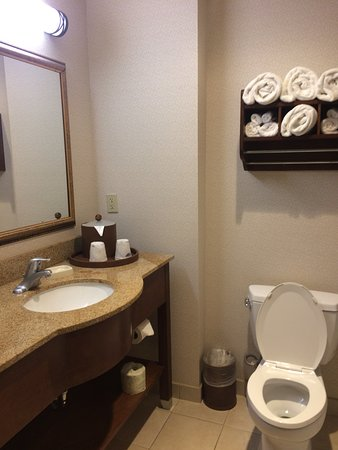Hampton Inn & Suites Pittsburg: Clean with lots of towels