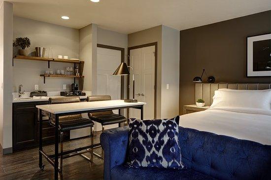 Florham Park, NJ : Guest room