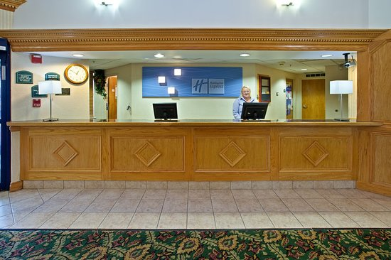Holiday Inn Express and Suites Scottsburg: Lobby