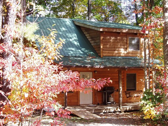 Hico, WV: Hideaway cabin - with hot tub and heart-shaped jacuzzi tub