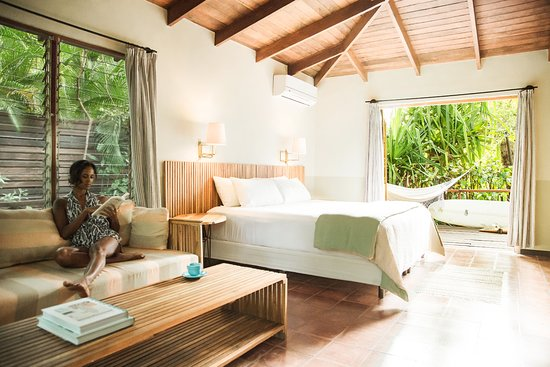 The Harmony Hotel: Relaxing in a Harmony bungalow room