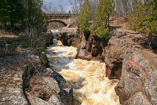 Tofte, MN: Temperance River State Park - Waterfalls & Hiking