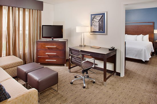 Homewood Suites by Hilton Manchester/Airport Photo