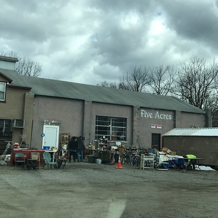 Belvidere, NJ: Indoor section of flea market