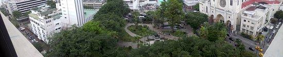 Unipark by Oro Verde Hotels: Parque Seminario y La Catedral de Guayaquil, a ver si encuentran al apóstol Santiago en su visit