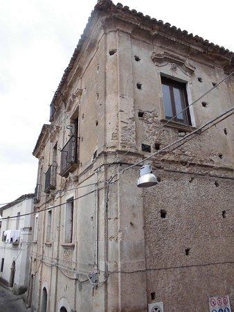 Siderno, Italy: Palazzo Falletti nella sua sobria veste baroccheggiante