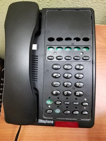 Hampton Inn & Suites Birmingham East Irondale: Phone with missing buttons