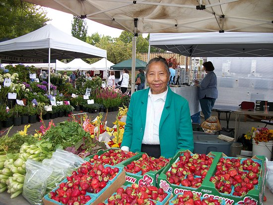 Things To Do in Lake Oswego Farmers' Market, Restaurants in Lake Oswego Farmers' Market
