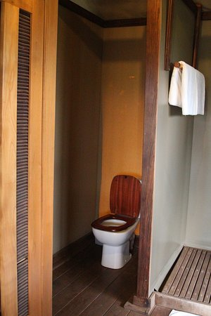 Eagle View, Mara Naboisho: Flush toilet
