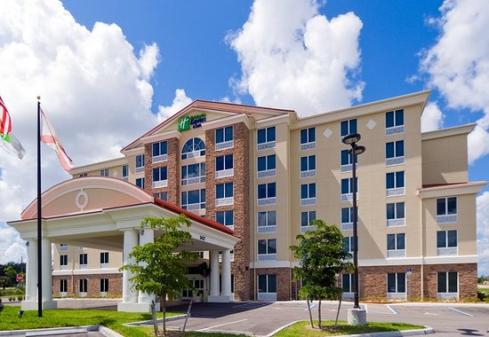 Holiday Inn Express & Suites Fort Myers- The Forum: Exterior