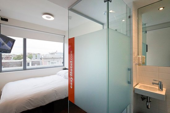 easyHotel Amsterdam City Centre South : Guest room