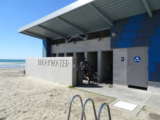 Oceanside, CA: The beach has top-notch facilities