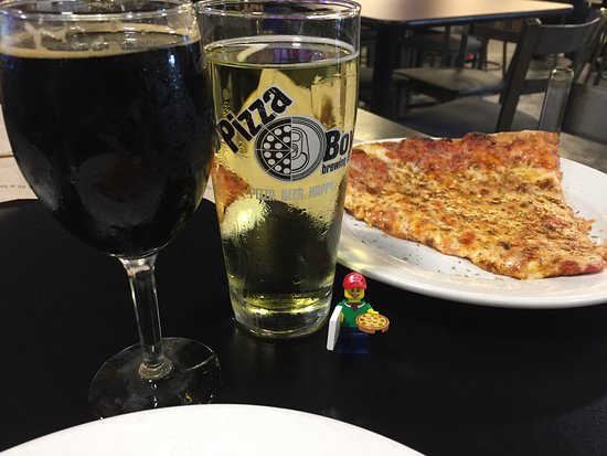 Enola, PA: Great drinks and pizza!