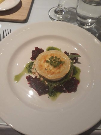 Shandon Belles: Starter: Grilled goat's cheese, apple slaw, beetroot compote