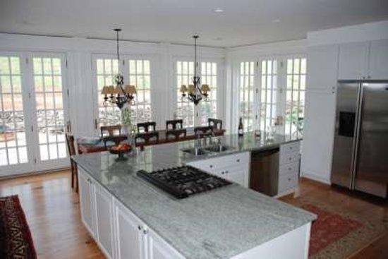 Linden, VA: Large, open kitchen