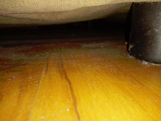 Hotel Agan: sous le lit