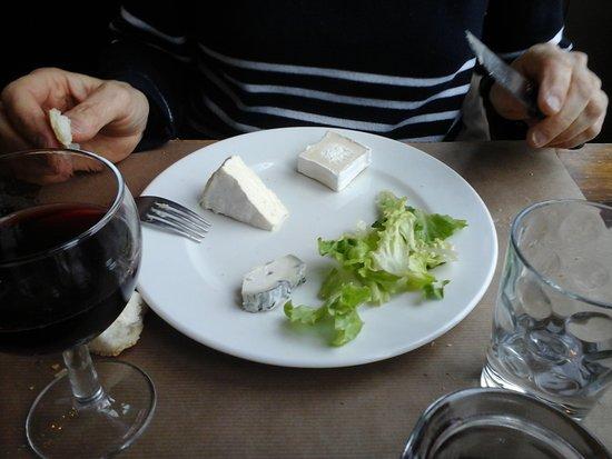 Azay-le-Ferron, Γαλλία: fromages (compris dans le menu)