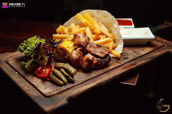 """""""Шиштаук"""" - это вкуснейший шашлычок из куриного филе, с манящим ароматом ливанских приправ!"""