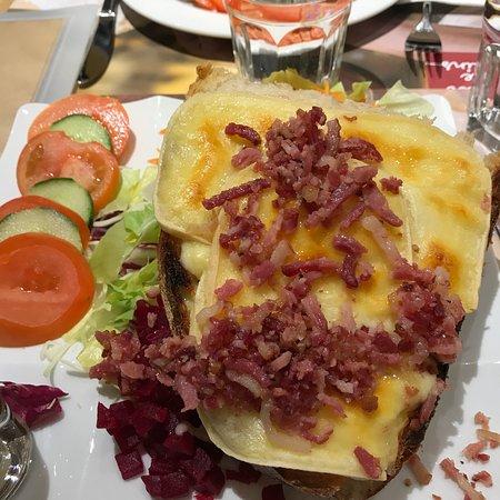 Fleur de Pains: Salade et Tartine du chalet