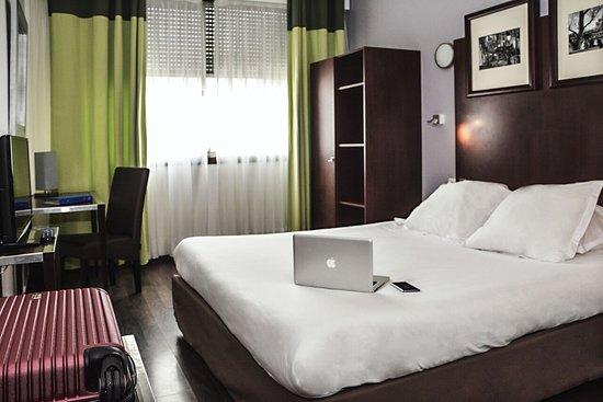 hotel la place annemasse france voir les tarifs 49 avis et 20 photos. Black Bedroom Furniture Sets. Home Design Ideas