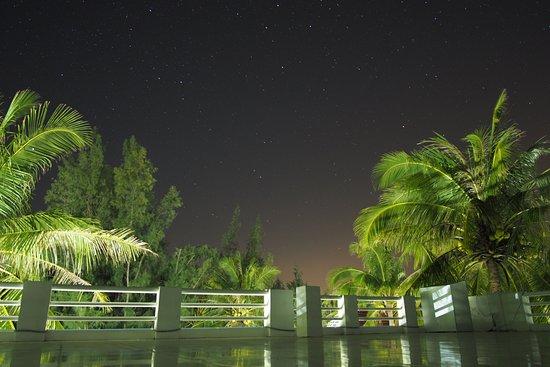 Song Cau Town, Βιετνάμ: Die Dachterrasse bei Nacht