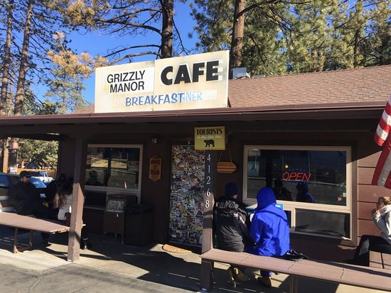 Grizzly Manor Cafe: outside