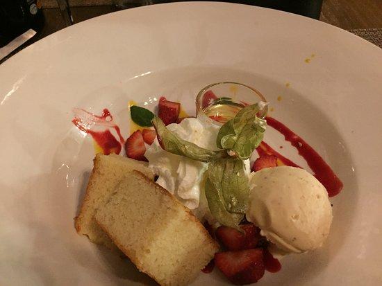 EL PIRATA : almond cake/ice cream, cream