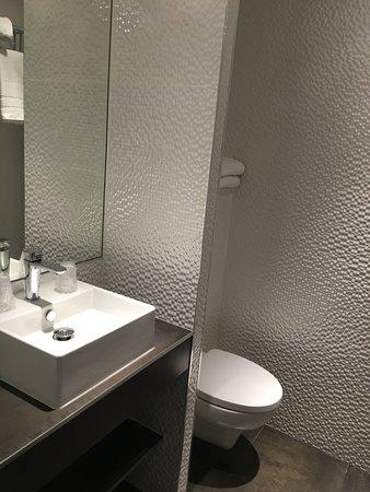 SDB moderne - Picture of Hotel des Savoies Lyon Perrache, Lyon ...