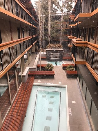 Banff Aspen Lodge: Two Outdoor Hot Tubs