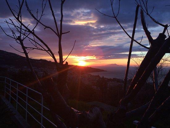Art Hotel Gran Paradiso: Wenn bei Capri die rote Sonne im Meer versinkt.....