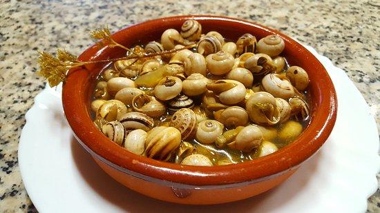 Encinasola, España: Deliciosos caracoles en temporada