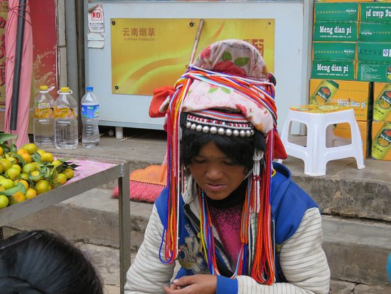 Pu'er, China: Ethnic people, market