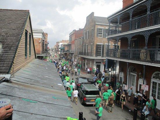 Juhlahumua Bourbon Streetilla