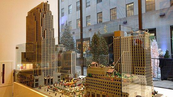 Il Rockfeller Center fatto di Lego - Picture of The LEGO Store, New ...