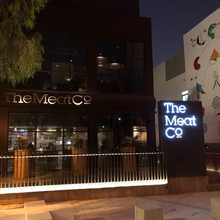 Where to Eat in Al Muharraq: The Best Restaurants and Bars
