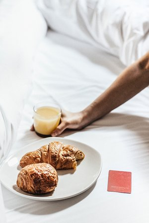 Le Petit Hotel: Breakfast in bed