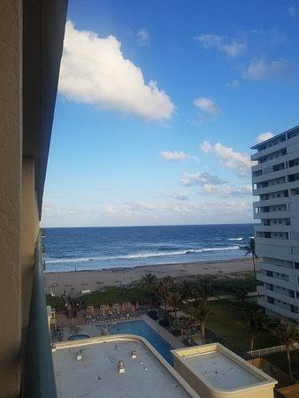 Hilton Singer Island Oceanfront/Palm Beaches Resort: 20180328_184514_large.jpg