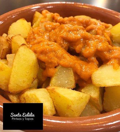 Palleja, İspanya: Bravas, bravísimas patatas naturales al corte