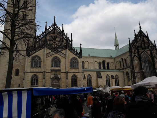 Muenster Cathedral (St. Paulus Dom) : The cathedral on market day (Saturday)